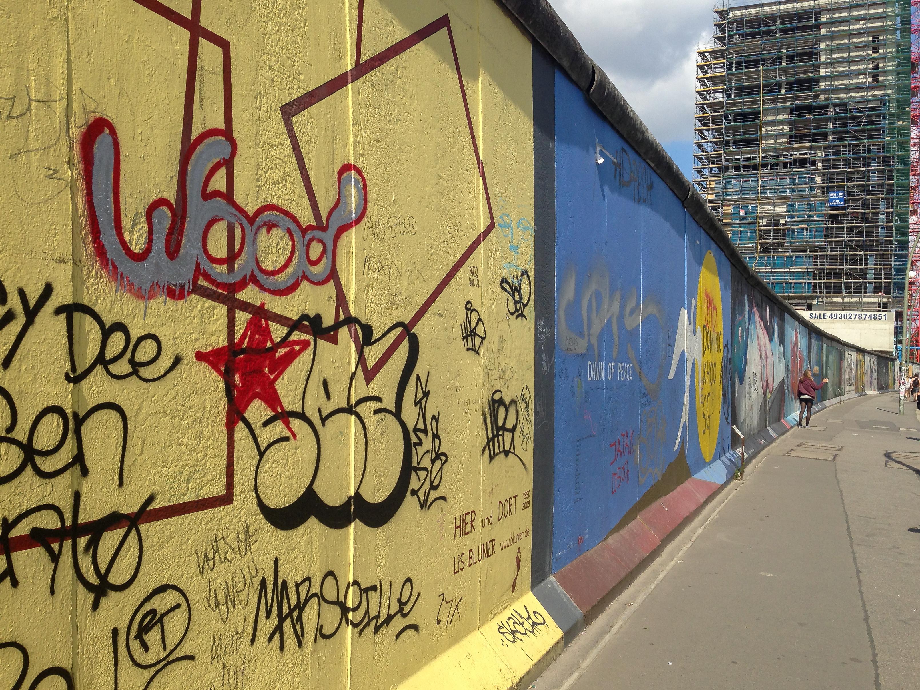 File:Berlin, East Side Gallery 2014-07 (Salvatore de Fazio - Dawn of ...