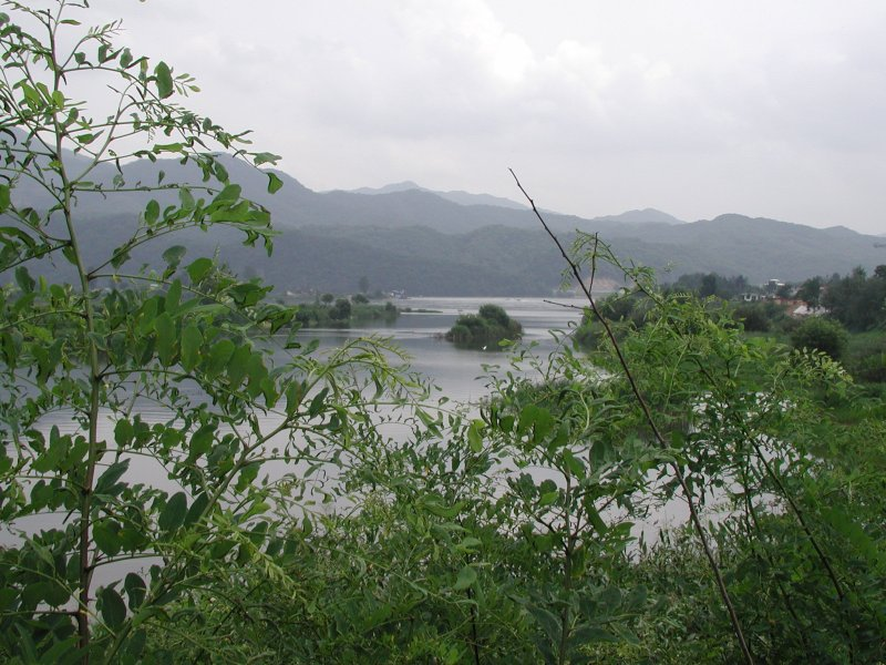 Bukhan River flowing through Gapyeong (South Korea).jpg
