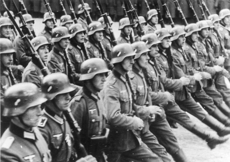 Bundesarchiv Bild 146-1989-034-21, Warschau, Parade vor Adolf Hitler