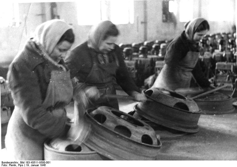 File:Bundesarchiv Bild 183-K0511-0500-001, Berlin, sowjetische Zwangsarbeiterinnen.jpg