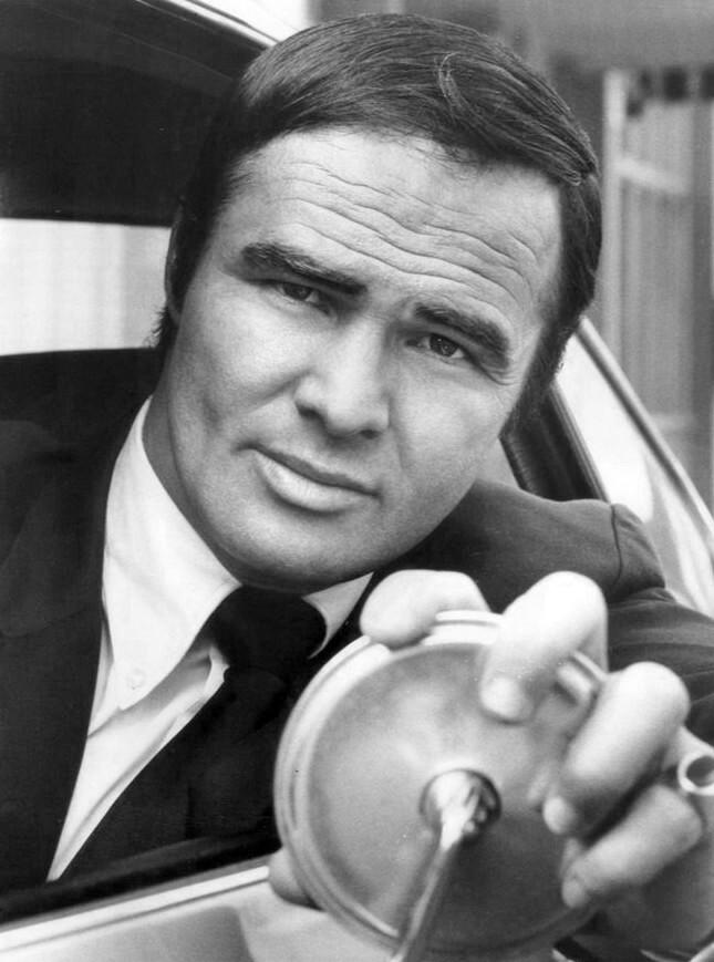 Burt Reynolds nel ruolo del tenente Dan August (1972)