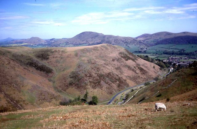 Carding Mill Valley - geograph.org.uk - 474617