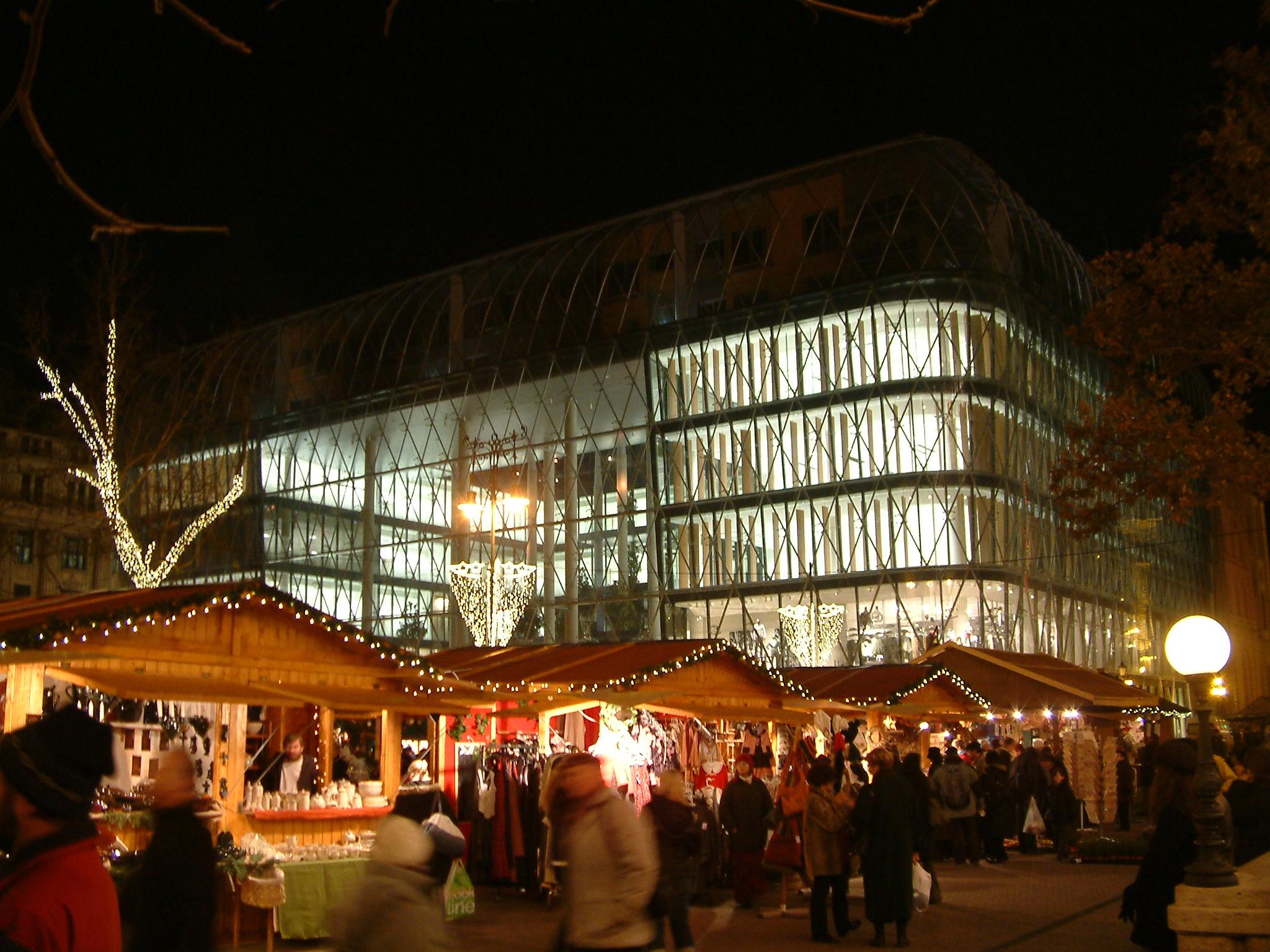 Vorosmarty Square Budapest Christmas Market.File Christmas Market At Vorosmarty Square Budapest Jpg