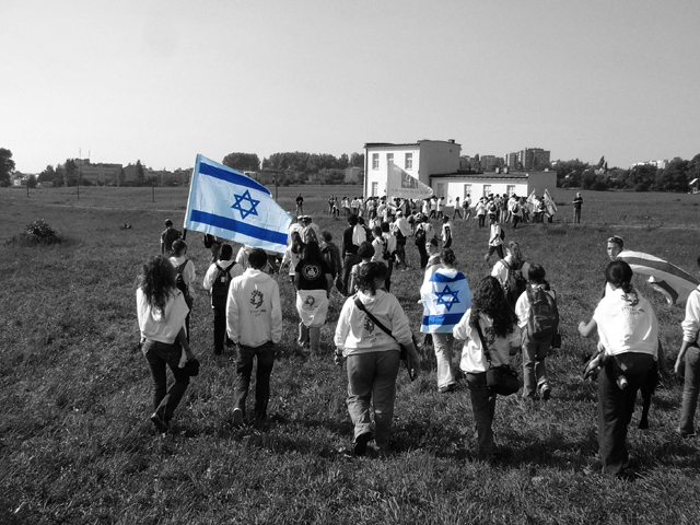 Day 4- Raising the Israeli flags in Majdanek (b&w) (45078448)