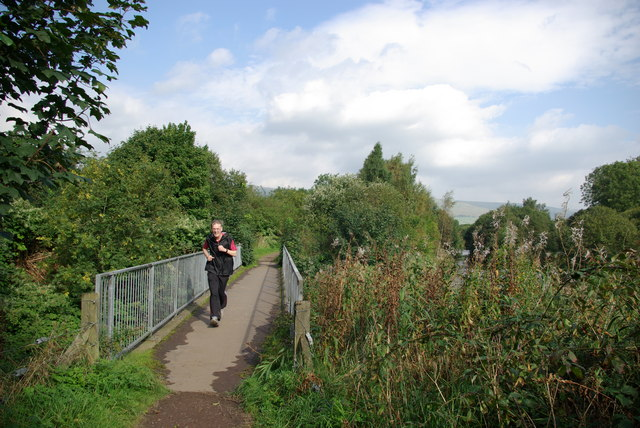 Footbridge on the course of the former Strathkelvin Railway - geograph.org.uk - 1012452