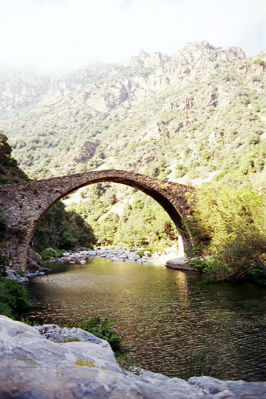 Arco de un puente, Córcega.