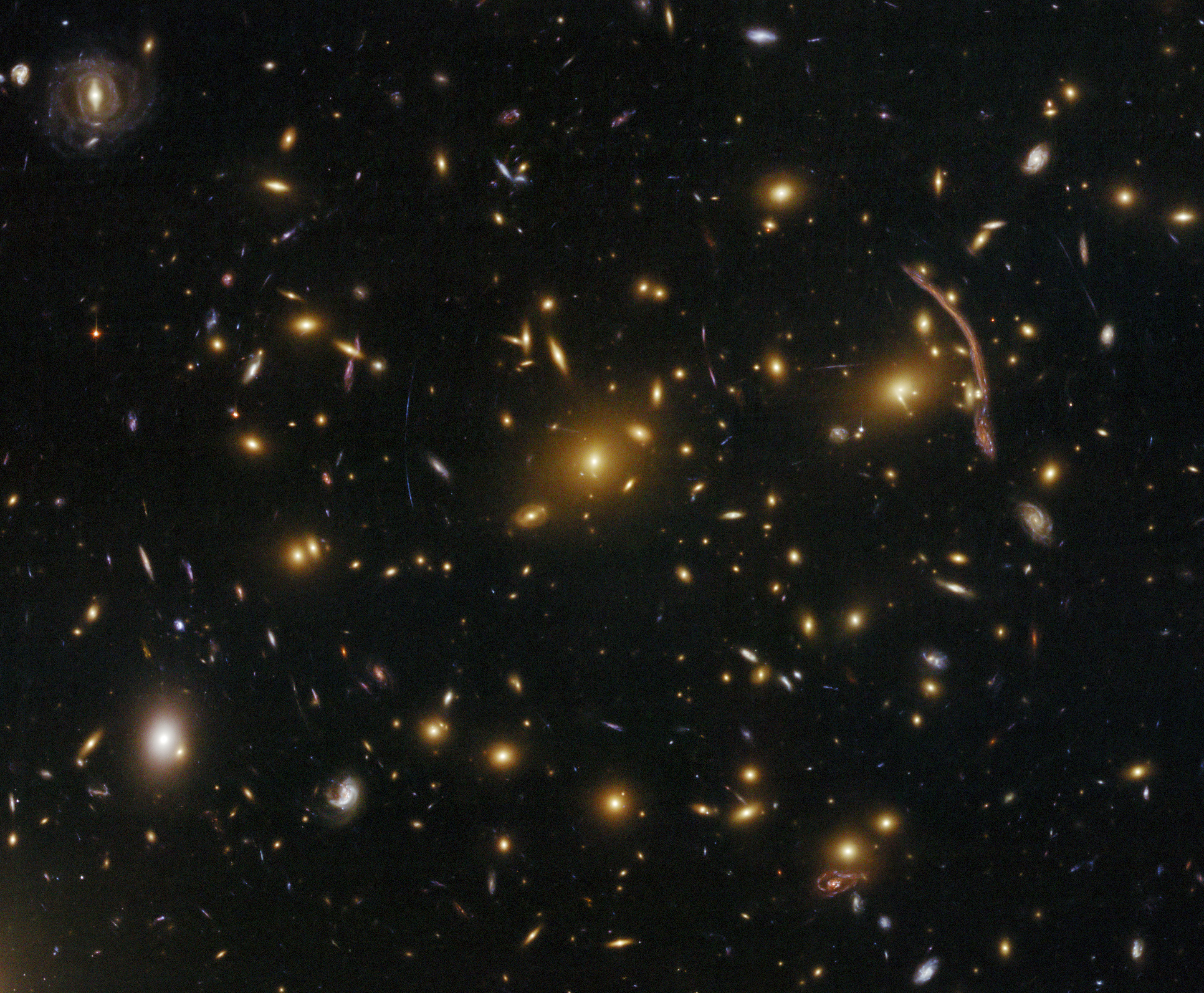 File:Gravitational lensing in the galaxy cluster Abell 370 ...