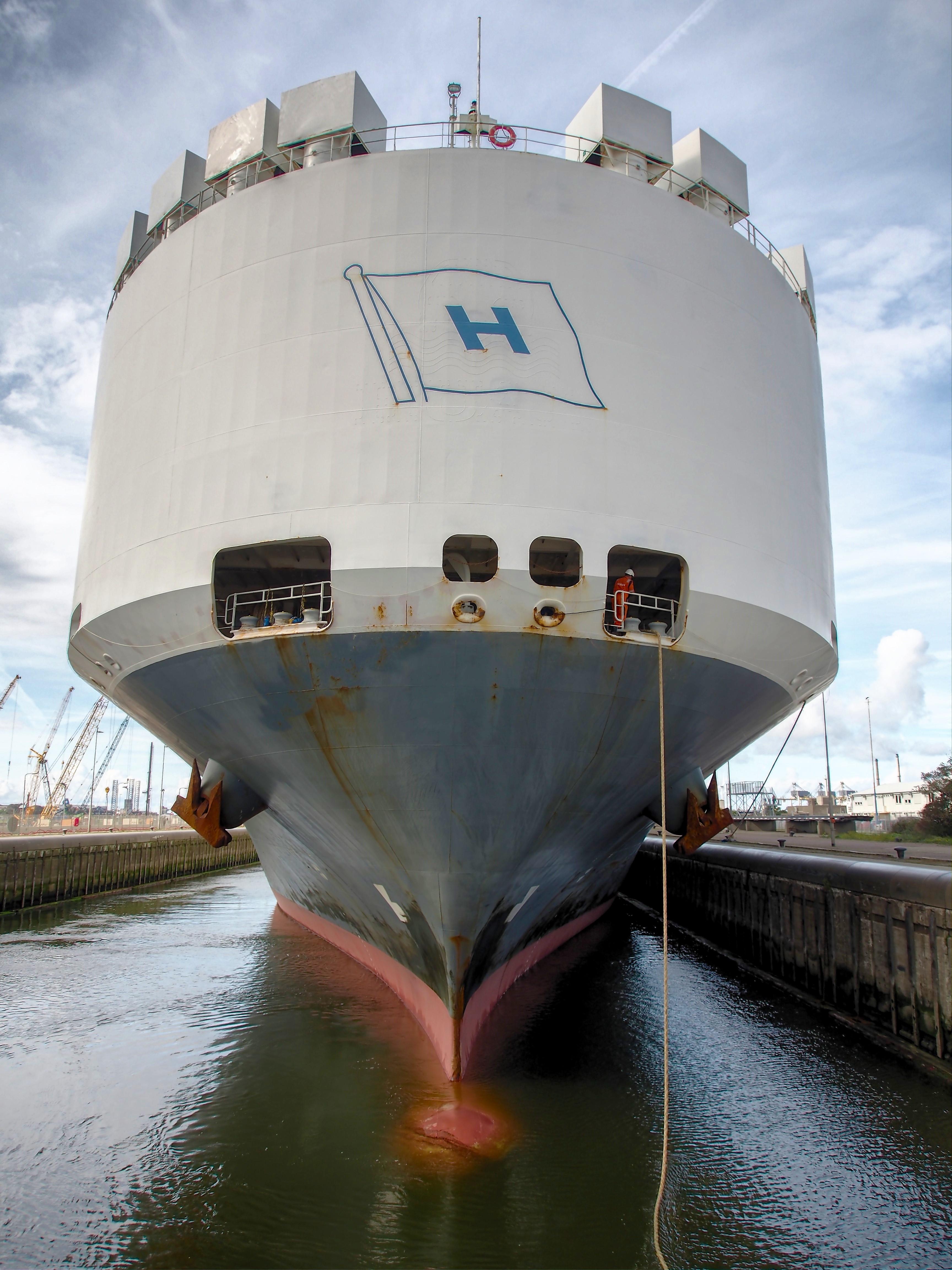 File:Höegh Seoul (ship, 2004) IMO 9285495, IJmuiden pic8 jpg