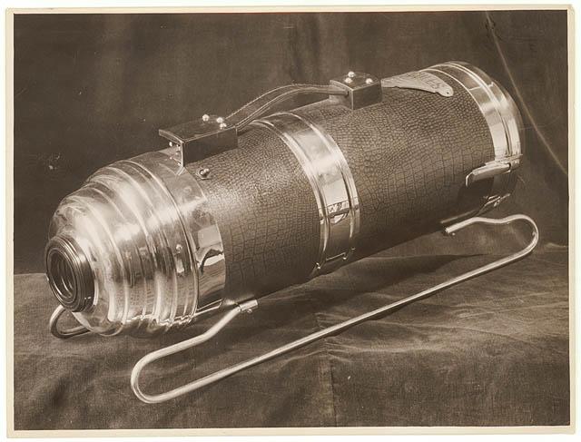 File:Hercules vacuum cleaner, 1930s - Sam Hood (3511327191).jpg