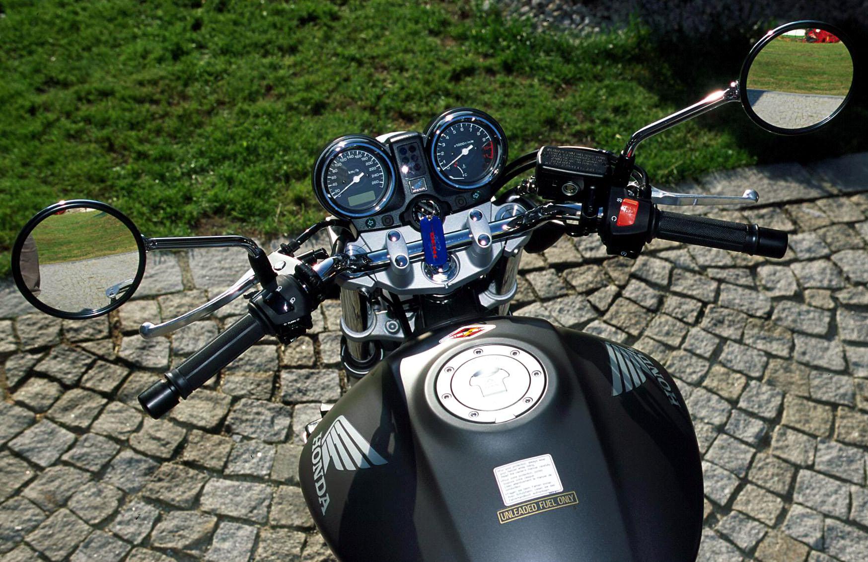 honda 600 hornet 2010 au salon de la moto de lyon 2010 car interior design. Black Bedroom Furniture Sets. Home Design Ideas