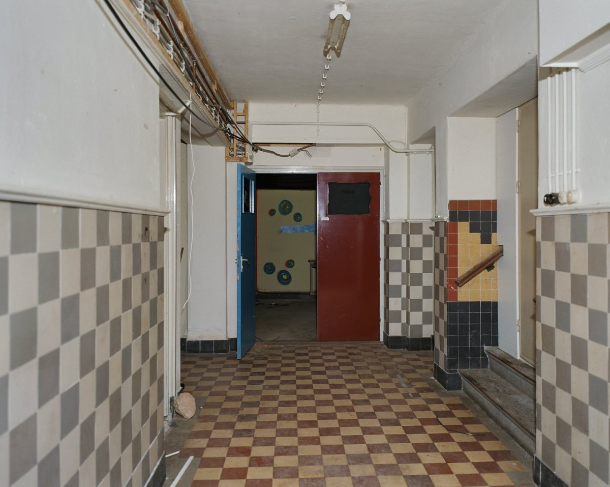 File:Interieur, gang in kelder met betegelde vloer en wanden - \'s ...