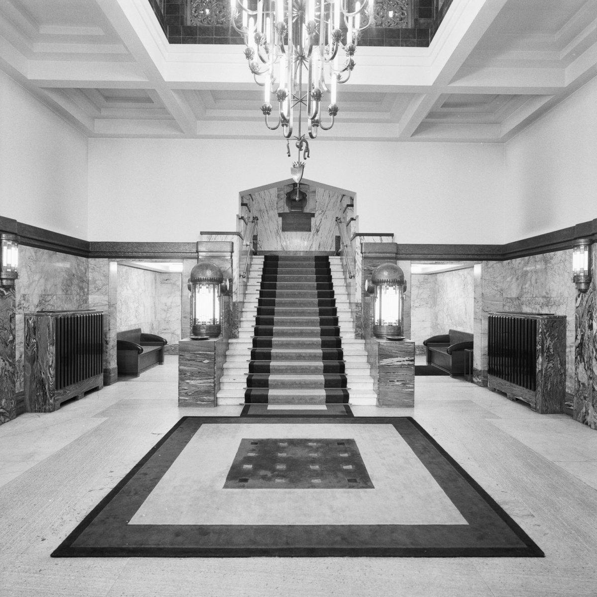 File interieur entreehal trappenhuis art deco stijl breda 20357569 for Deco entree