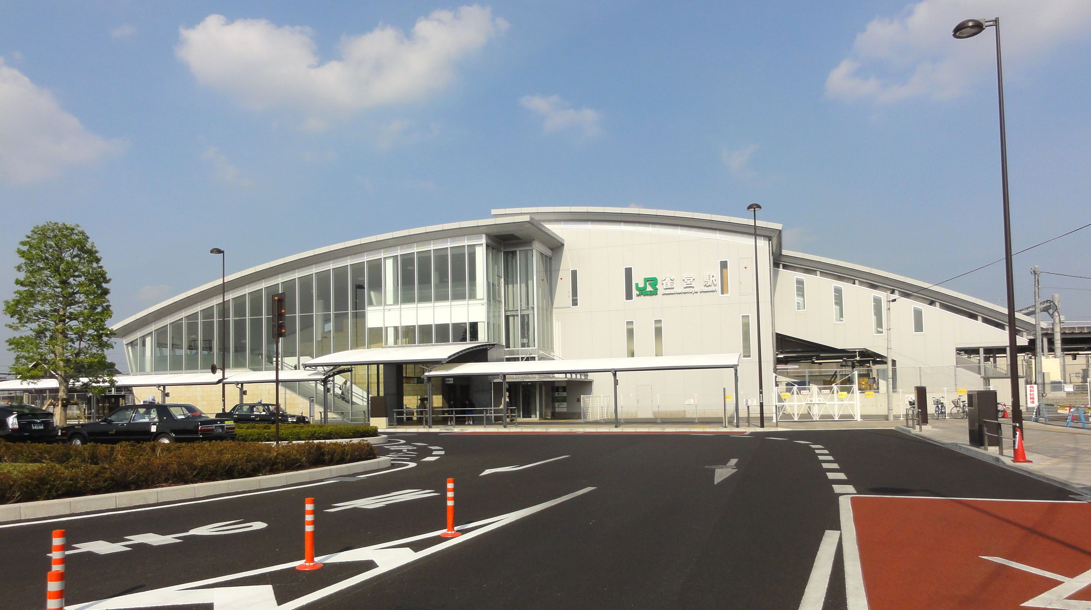 http://upload.wikimedia.org/wikipedia/commons/e/ef/JRE_Suzumenomiya_Station_20130519.jpg