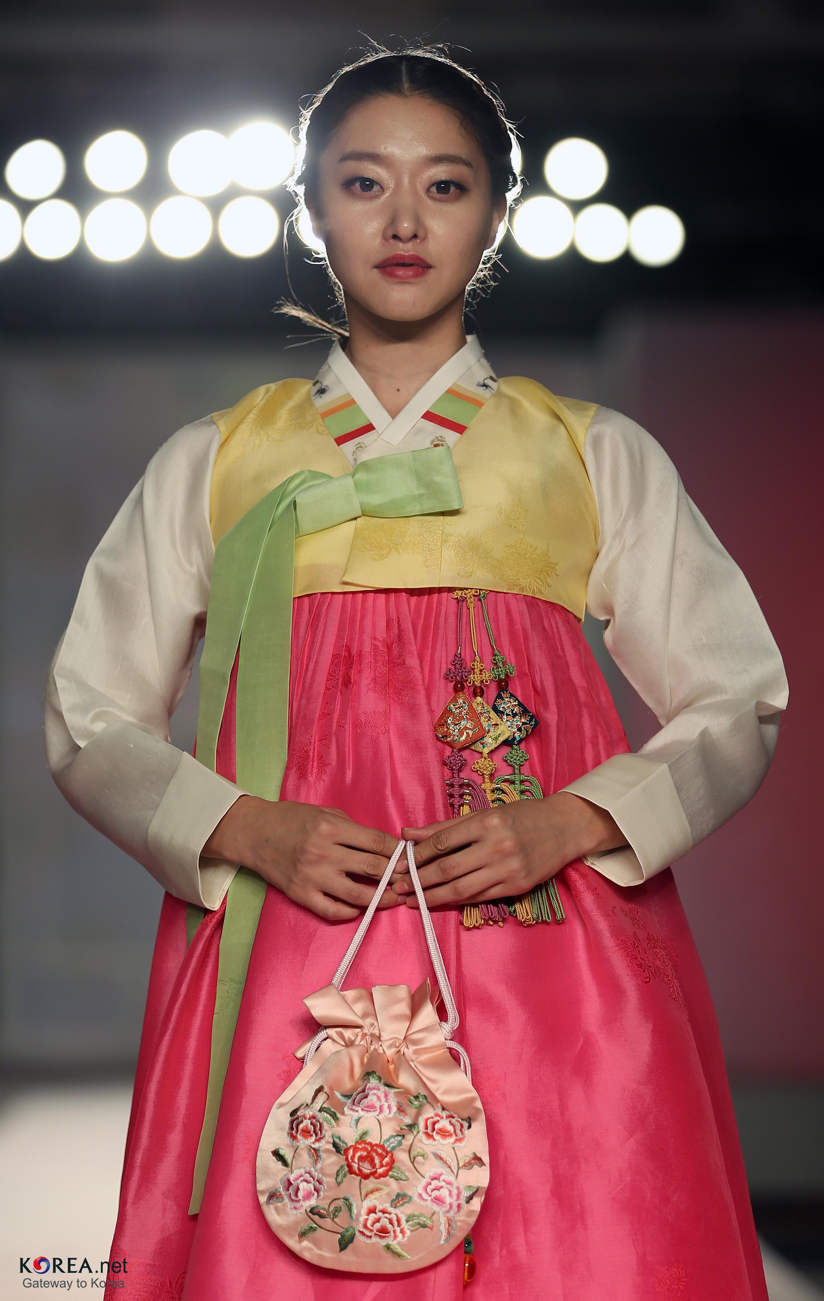 filekocis korea hanbokaodai fashionshow 59 9766201022