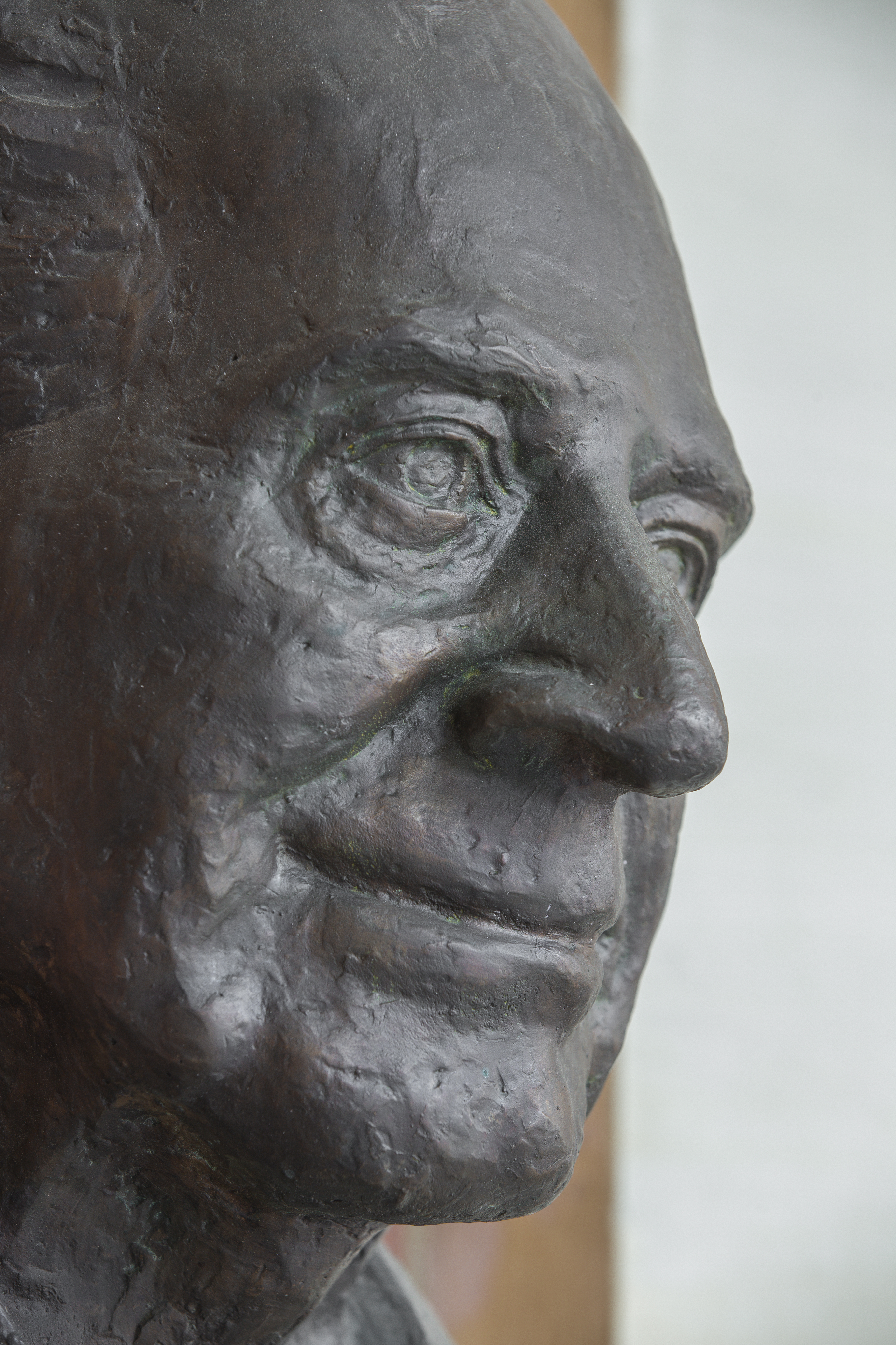 Karl Popper (1902-1994), Nr. 104 bust (bronze) in the Arkadenhof of the University of Vienna-2485.jpg Deutsch: Karl Popper (1902-1994), Büste