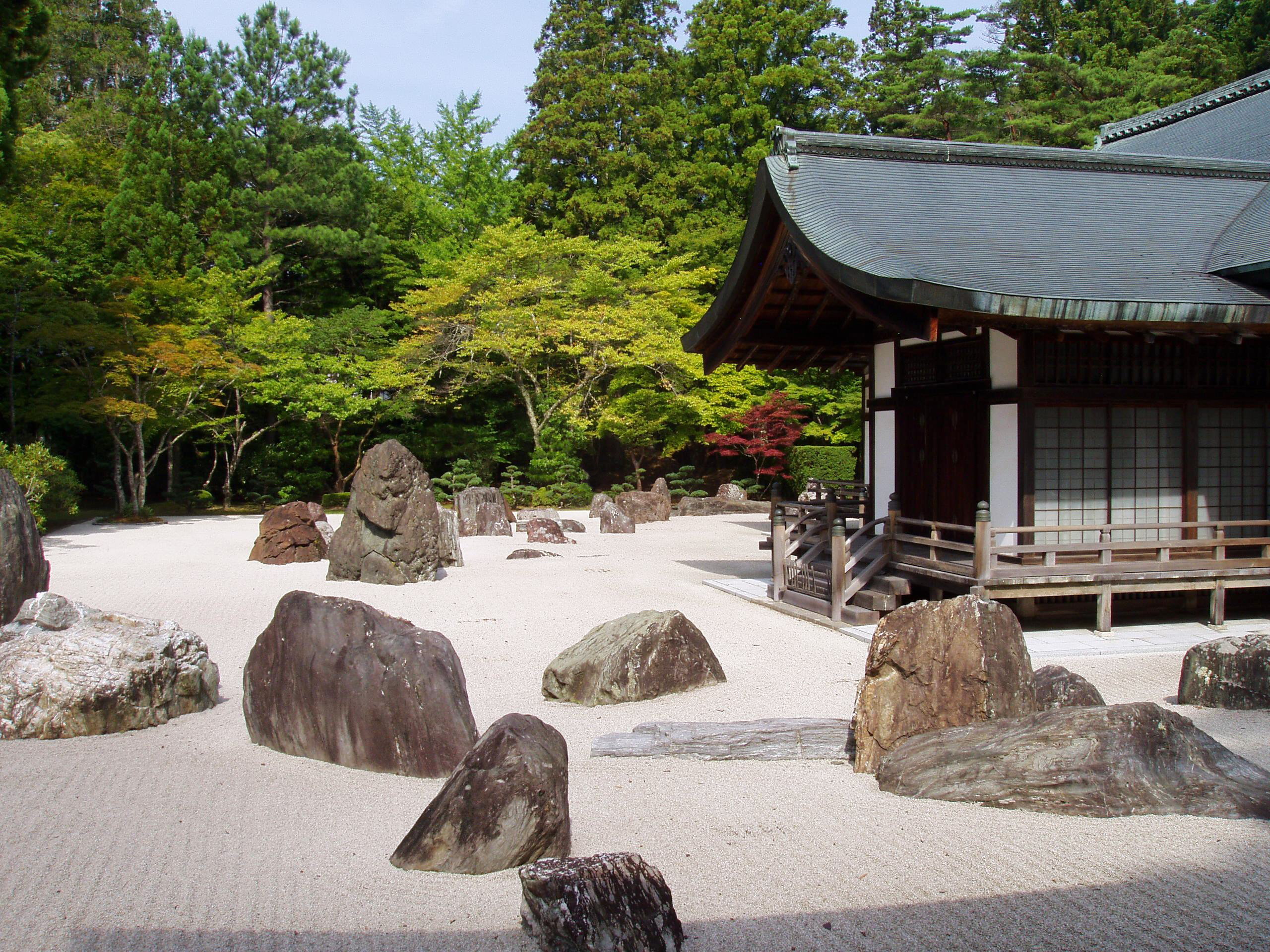File:Kongobuji Temple, Koyasan, Japan - Banryutei rock ...