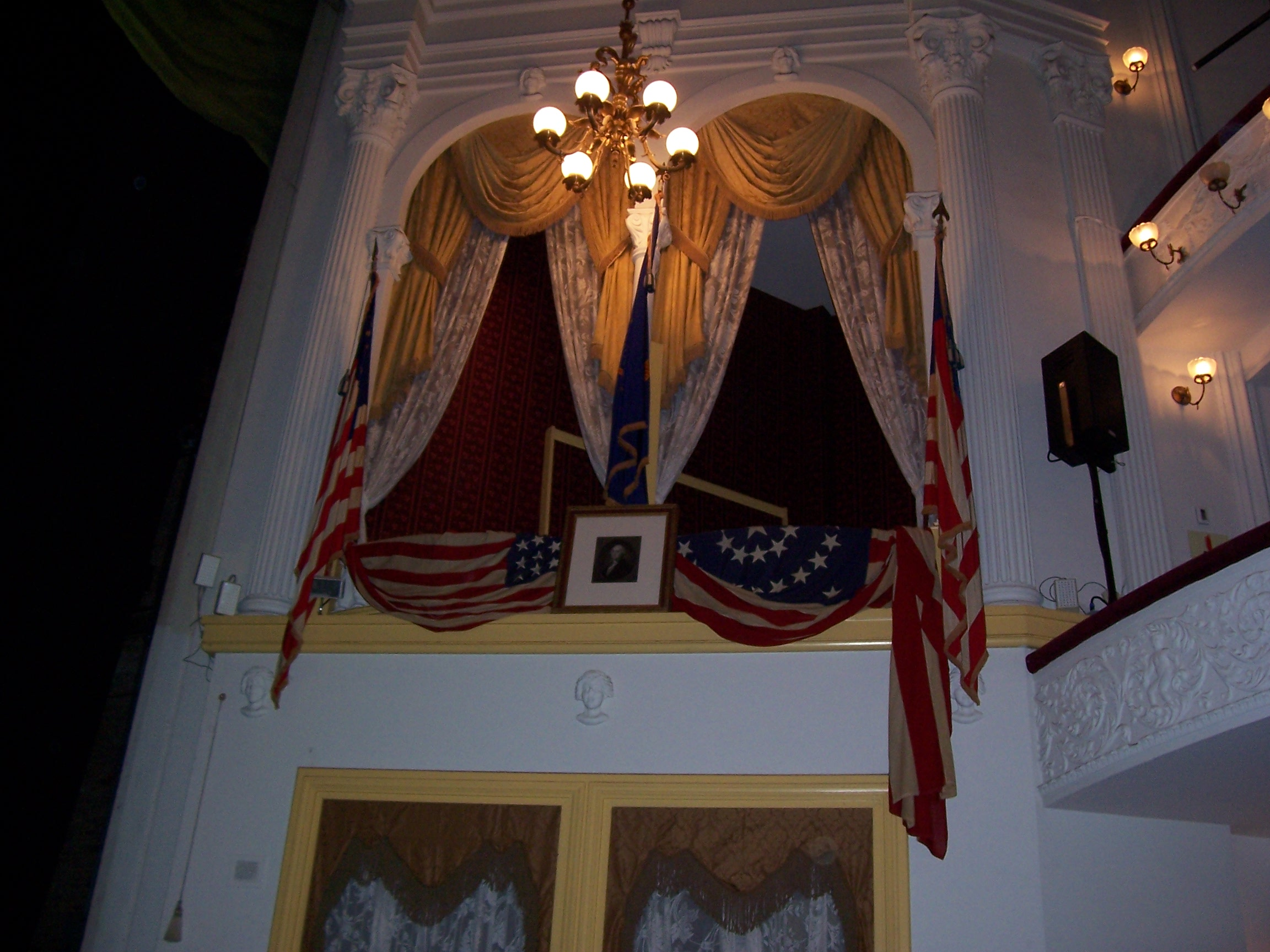 File Lincoln S Booth At Ford S Theater Jpg Wikimedia Commons