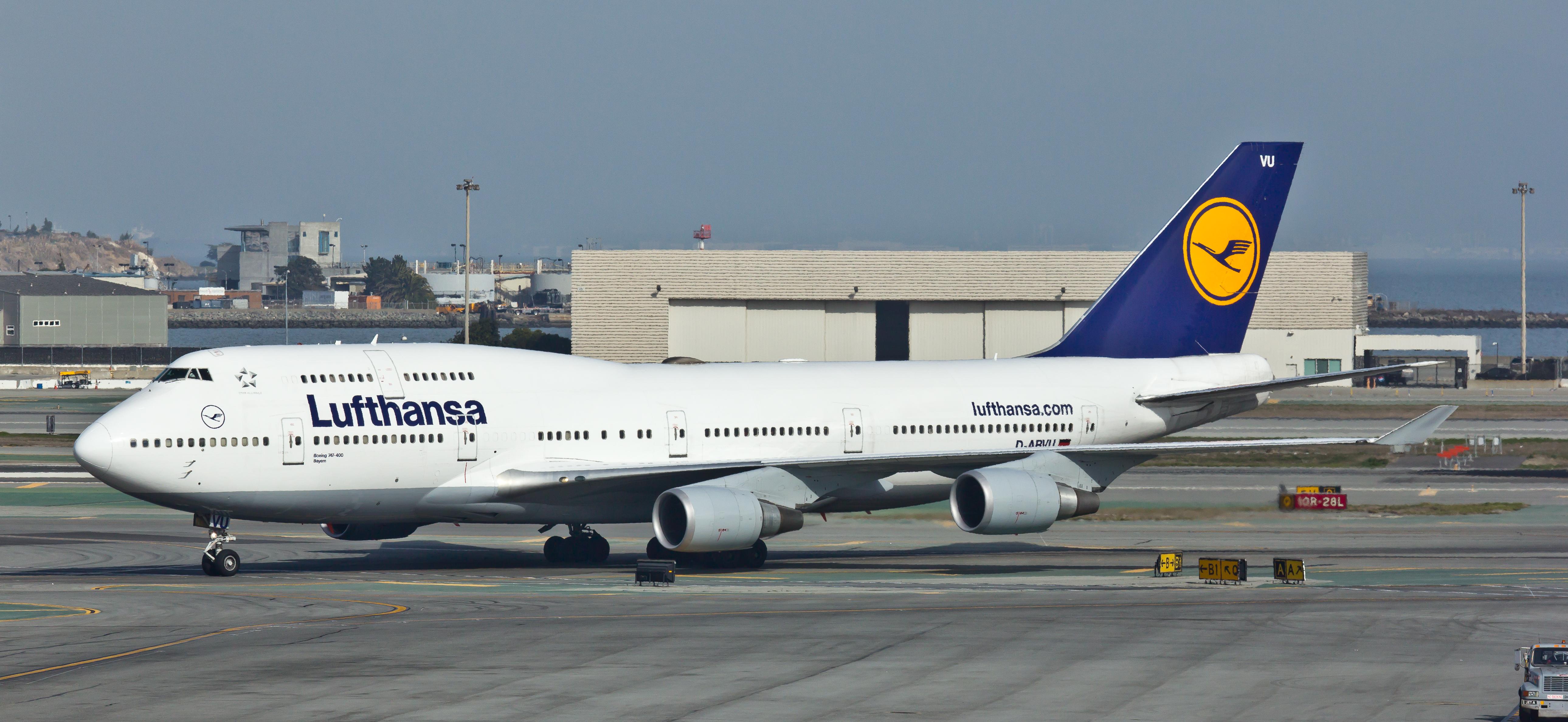 file lufthansa d abvu boeing 747 400 san francisco international airport. Black Bedroom Furniture Sets. Home Design Ideas