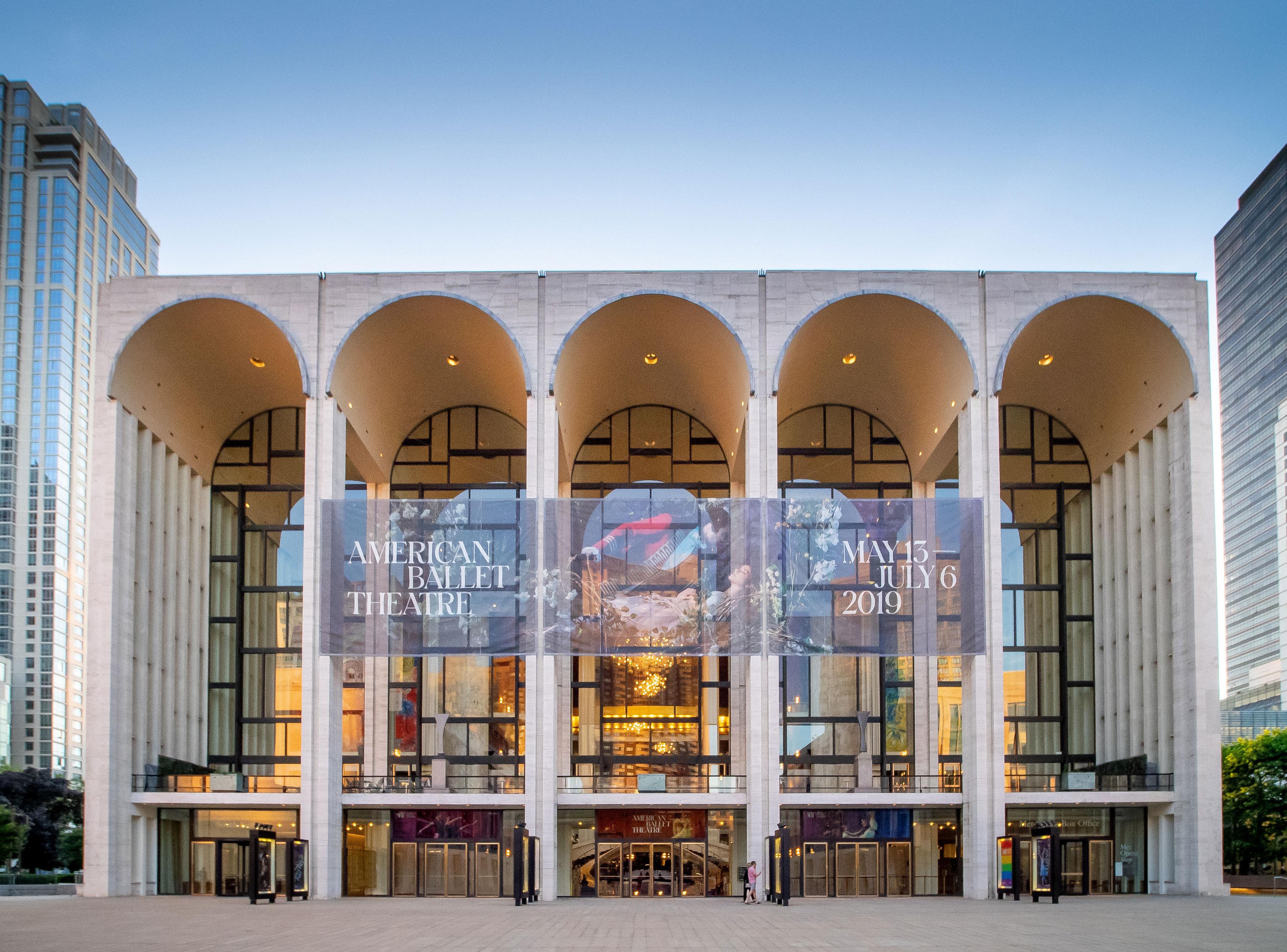 Terrific Metropolitan Opera House Lincoln Center Wikipedia Home Interior And Landscaping Analalmasignezvosmurscom