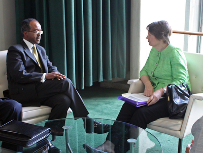 Former Foreign Minister of Somalia Mohamed Abdullahi Omaar in a meeting with UNDP Administrator Helen Clark and other diplomats at the UN headquarters in New York (May 2009) Mohamed Abdullah Omaar.jpg