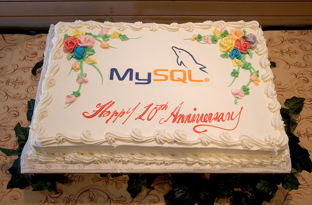 Phenomenal File Mysql Conference 2005 Birthday Cake Wikimedia Commons Funny Birthday Cards Online Alyptdamsfinfo