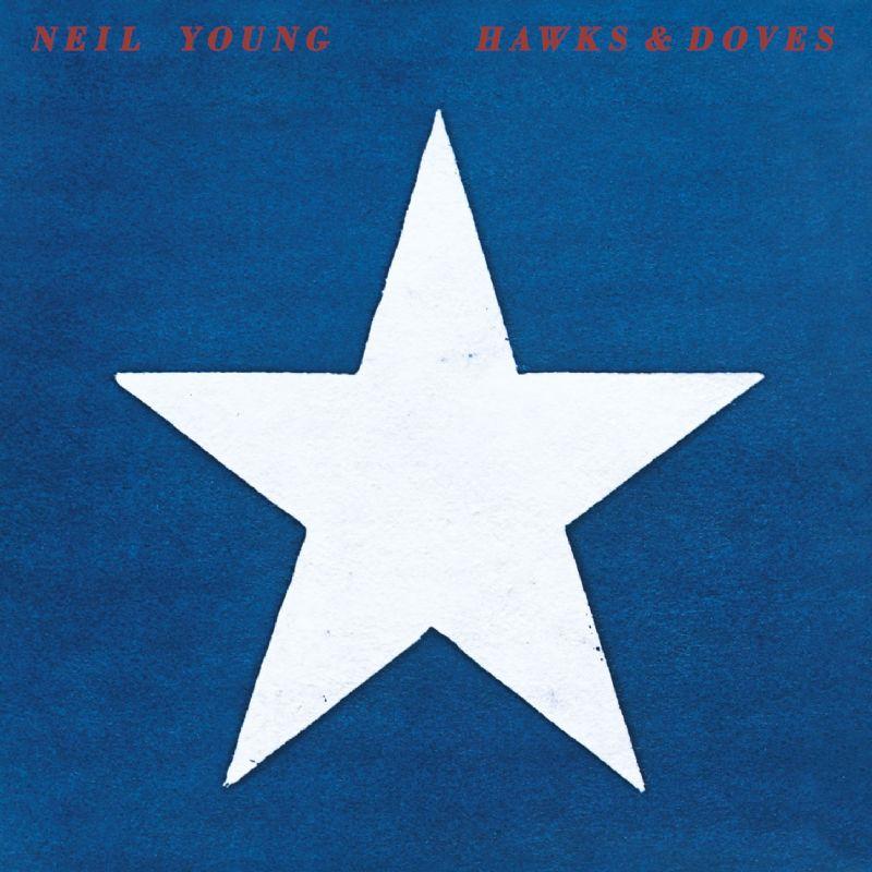 Portada de Hawks & Doves, un álbum publicado en 1980.