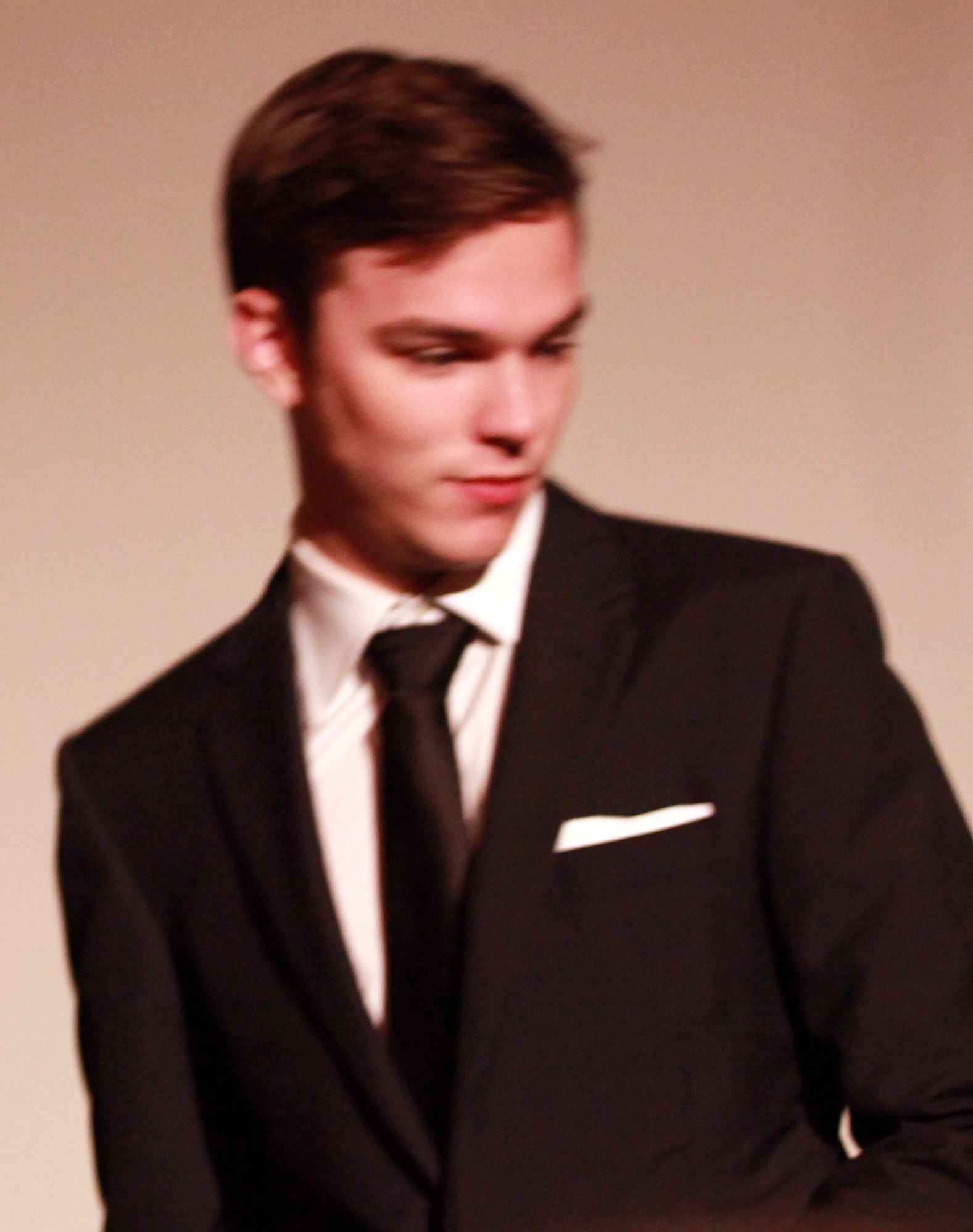 Description nicholas hoult 2010
