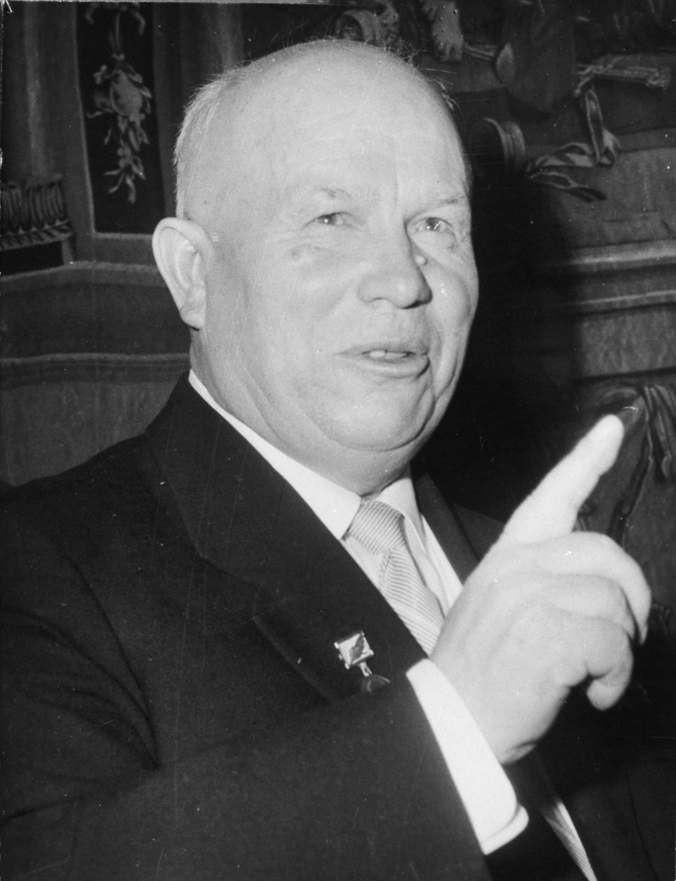 blaming khrushchev for the cuban missile Khrushchev's motives for putting missiles in cuba  ship anchored at  guantanamo, blaming it on castro and using the incident as an excuse for  invading cuba.