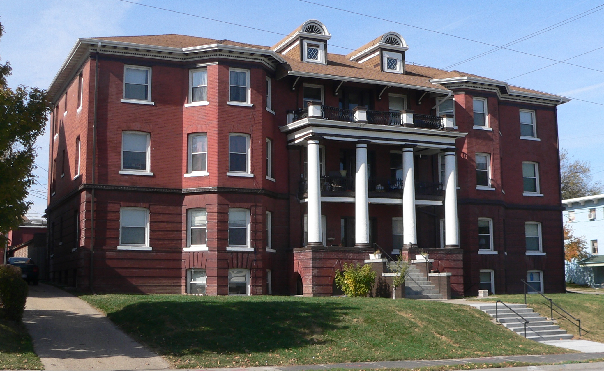 File:Normandie Apartments (Omaha) From SE