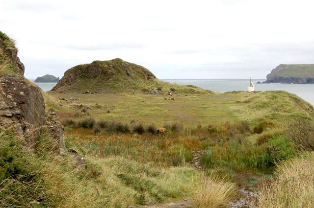 Old quarry at Stepper Point (2) - geograph.org.uk - 1466348