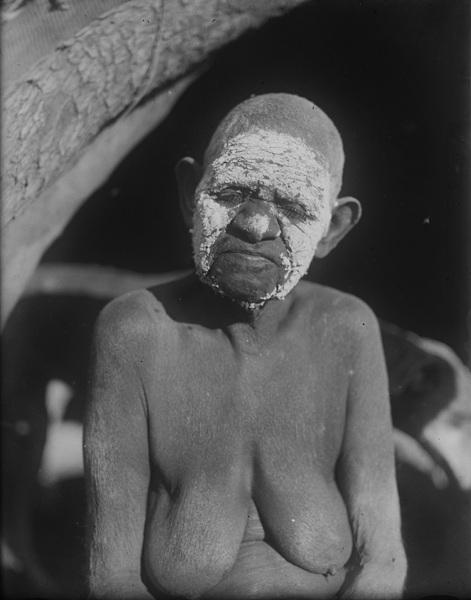 Old woman in mourning, photograph by H. Basedow