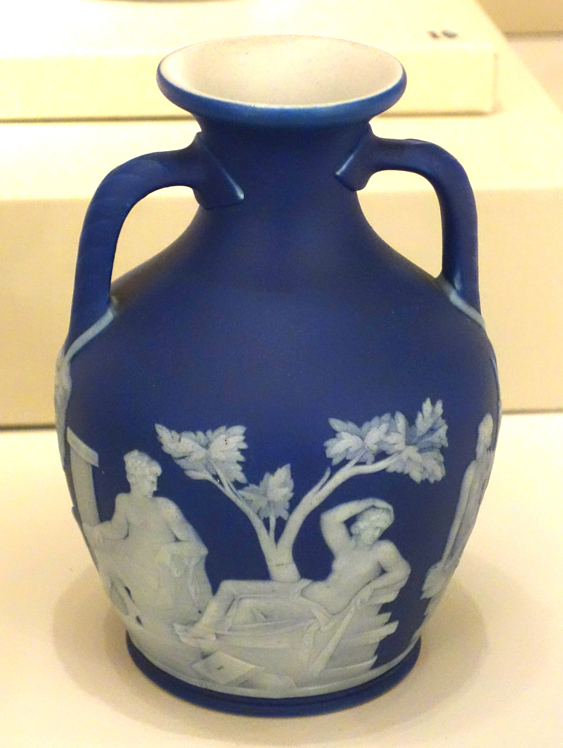Fileportland vase replica josiah wedgwood and sons c 1880 fileportland vase replica josiah wedgwood and sons c 1880 blue reviewsmspy