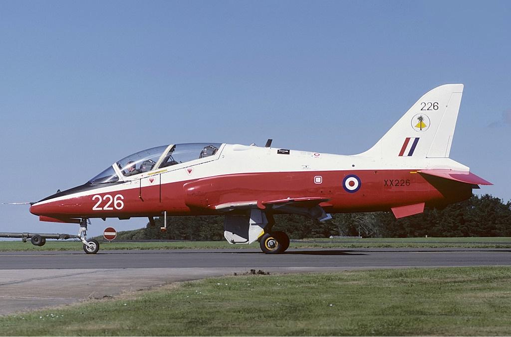 Restren:RAF British Aerospace Hawk T1 Freer-1 jpg - Wikipedia
