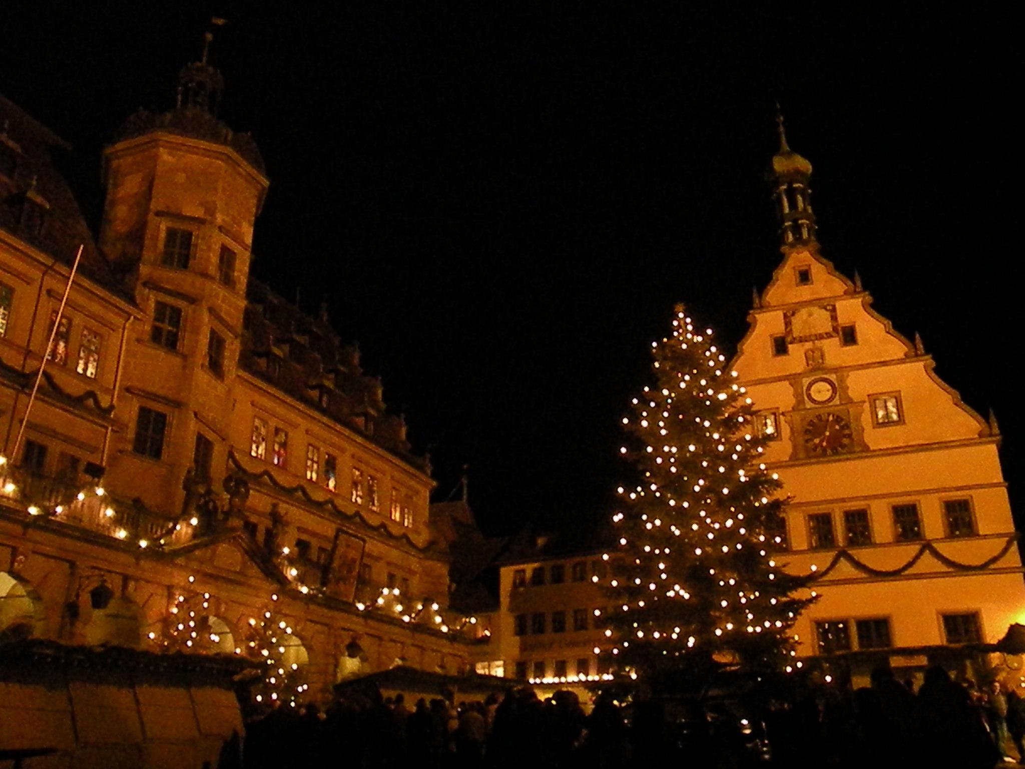 File:Rothenburg ob der Tauber Christmas market.JPG - Wikimedia Commons