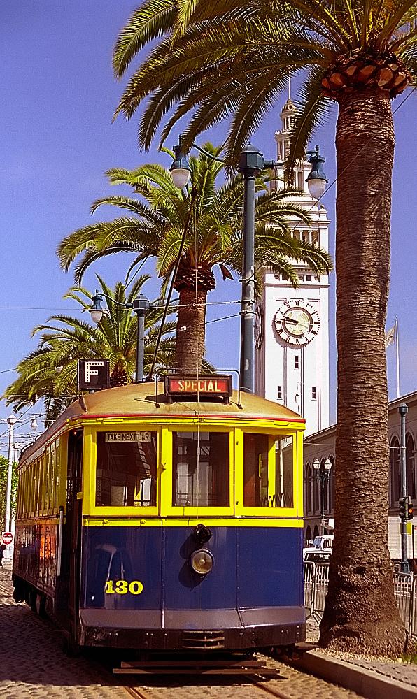 LE BON NUMERO - Page 8 San_Francisco_-_Ferry_Terminal_Building_%26_F-Train_%28969988110%29
