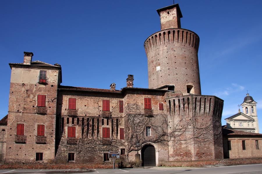 Sartirana_castello.jpg