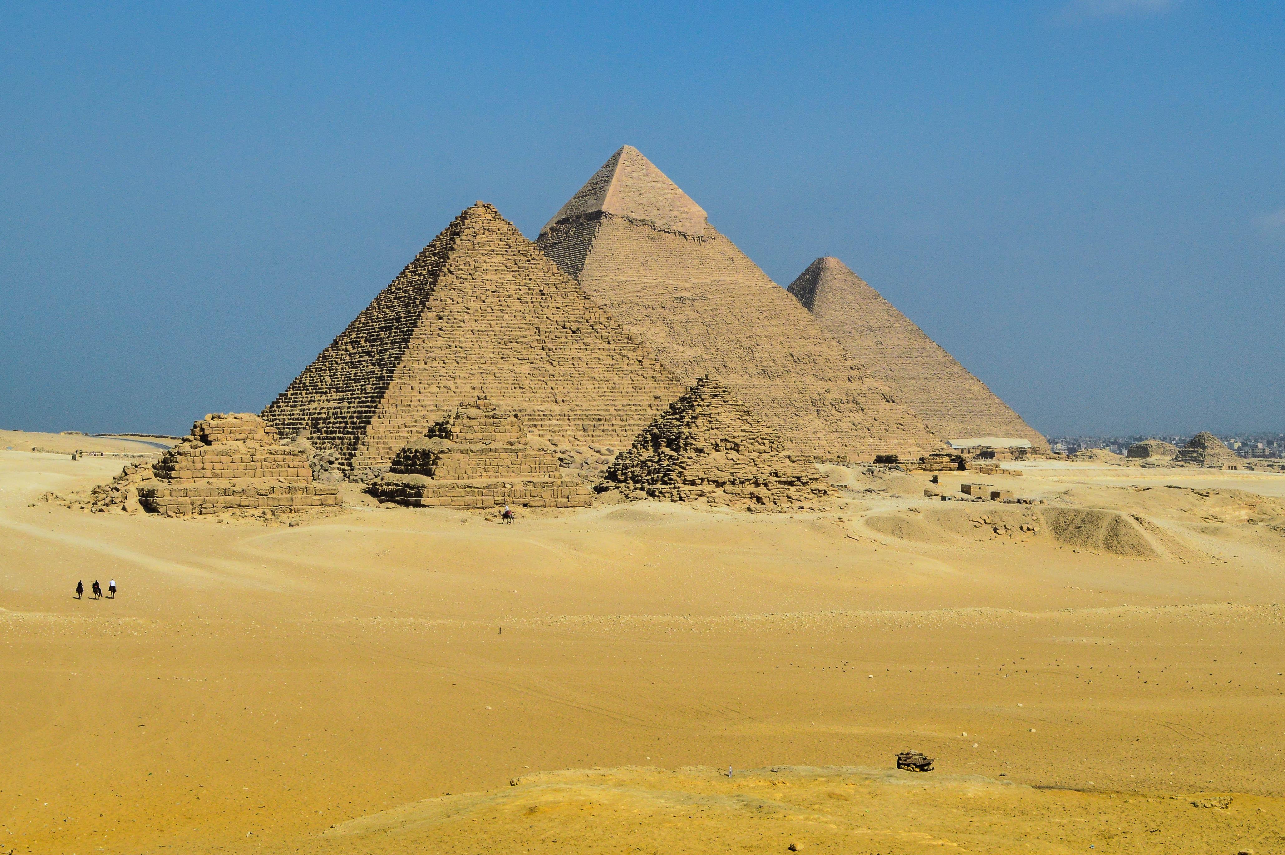 File:The Giza Pyramids.jpg - Wikimedia Commons