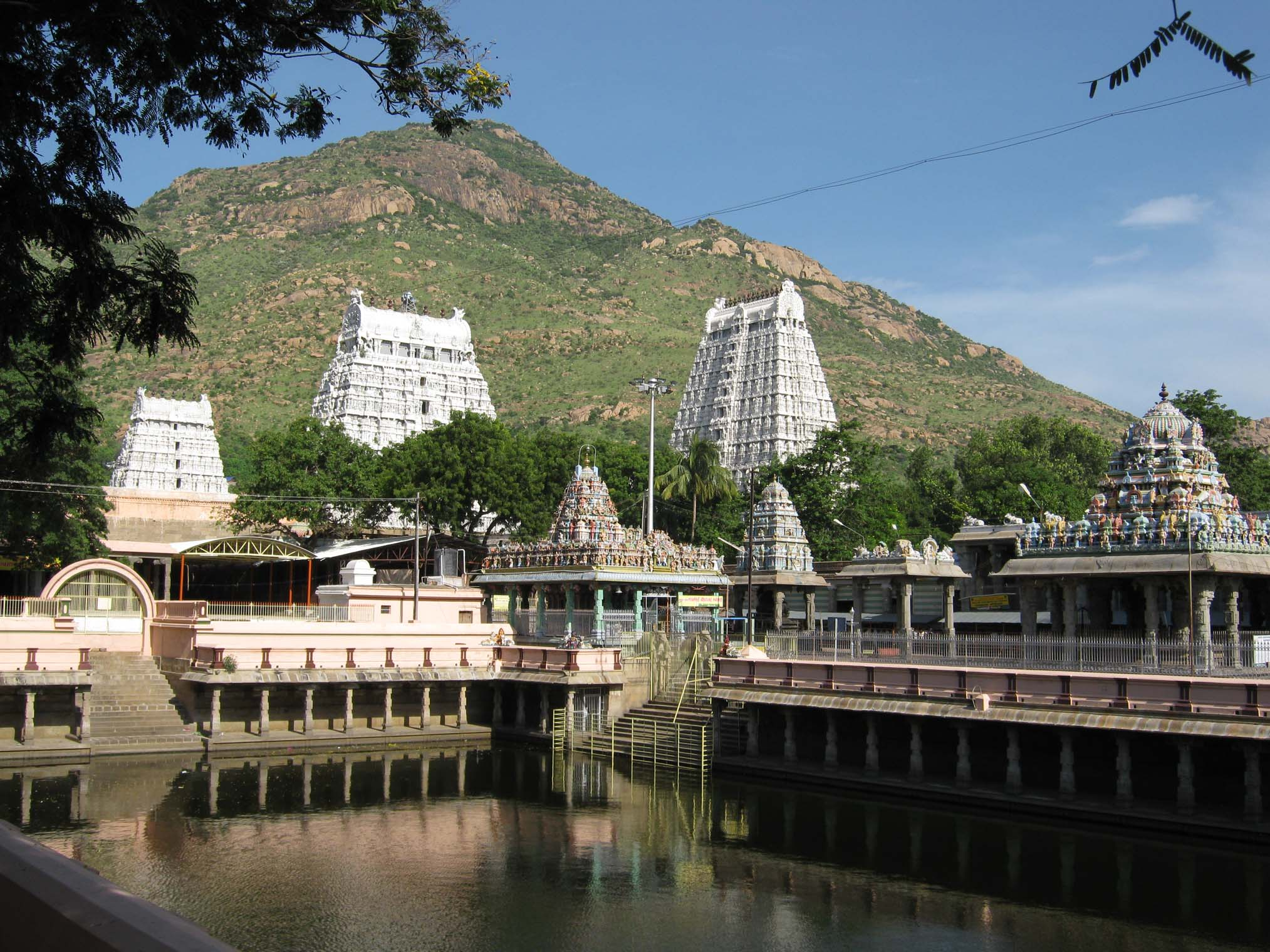 File:Tiruvannamalai Temple.jpg - Wikimedia Commons