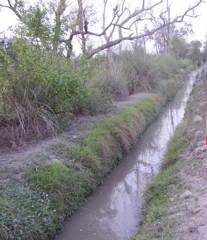 File:Water channel.jpg - Wikimedia Commons