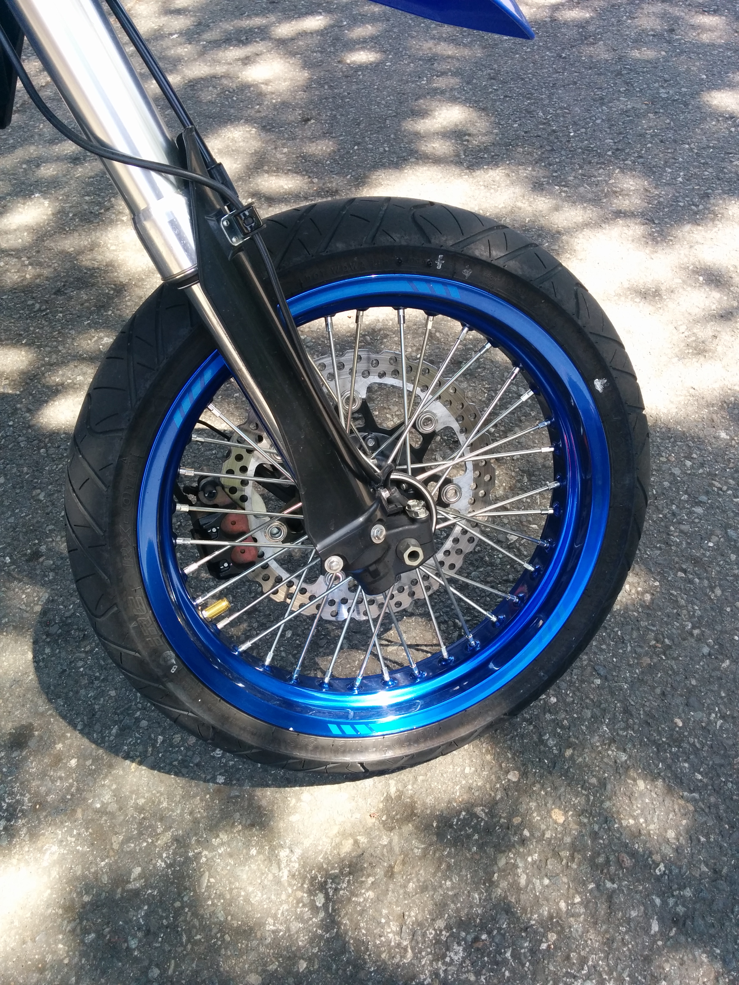 File:Wire motorcycle wheel with disc brake.jpg - Wikimedia Commons