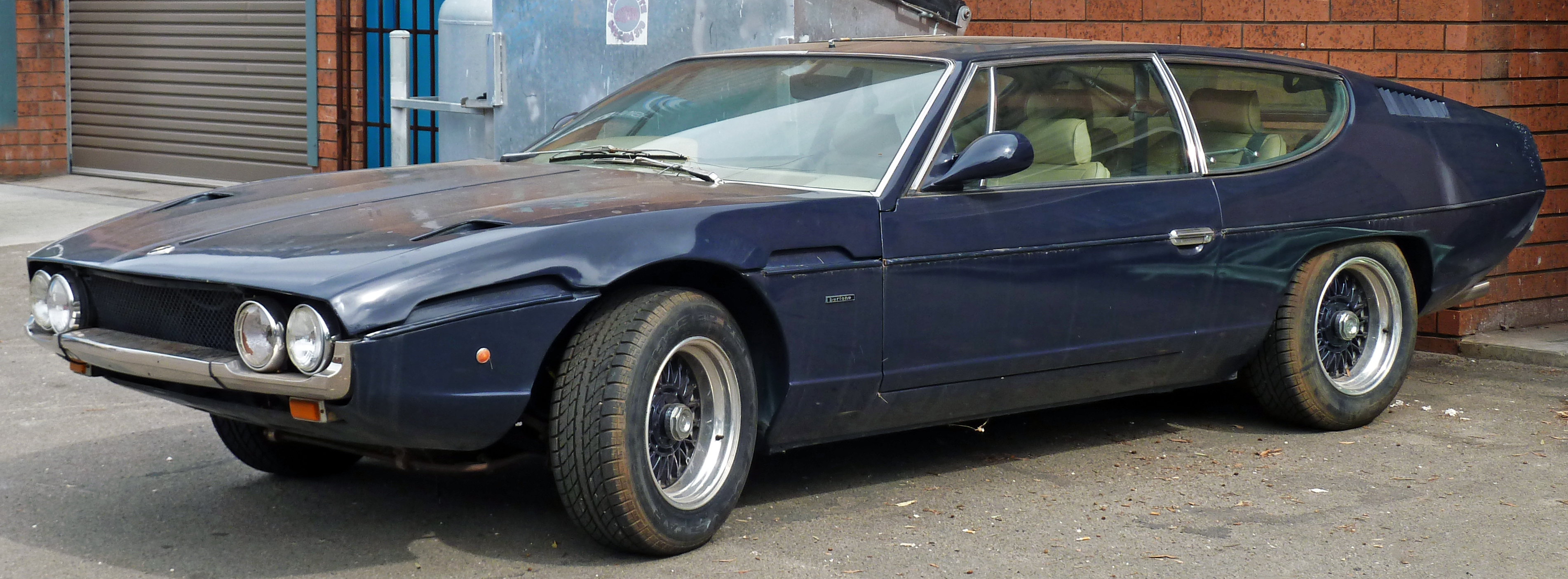 https://upload.wikimedia.org/wikipedia/commons/f/f0/1968-1978_Lamborghini_Espada_coupe_01.jpg