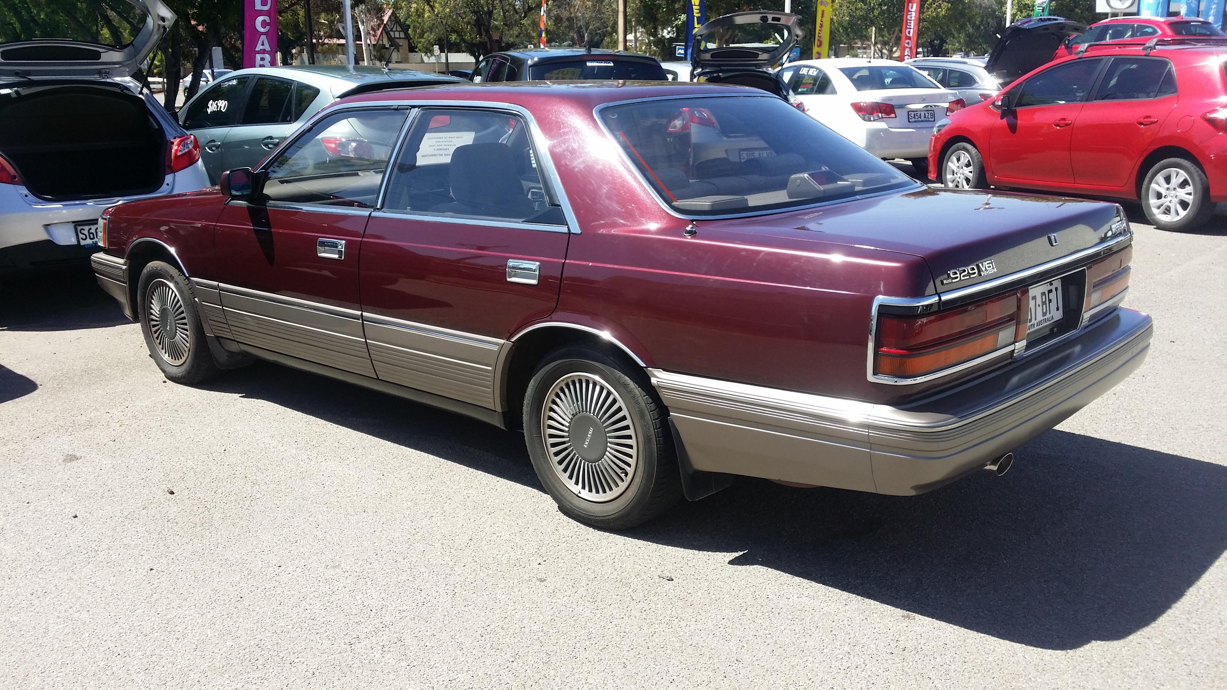 File:1990 Mazda 929 V6i - 33,000km (16591725987).jpg