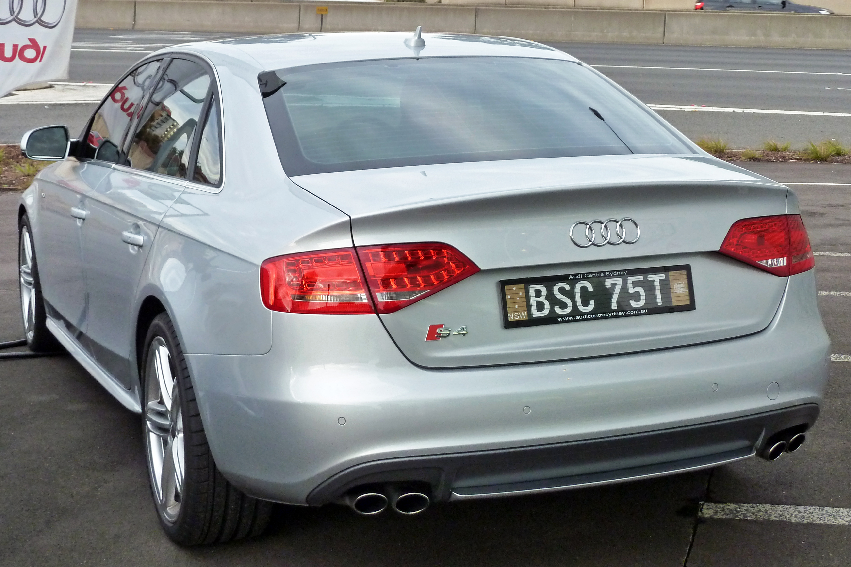 file:2009-2010 audi s4 (b8) sedan 02 - wikimedia commons