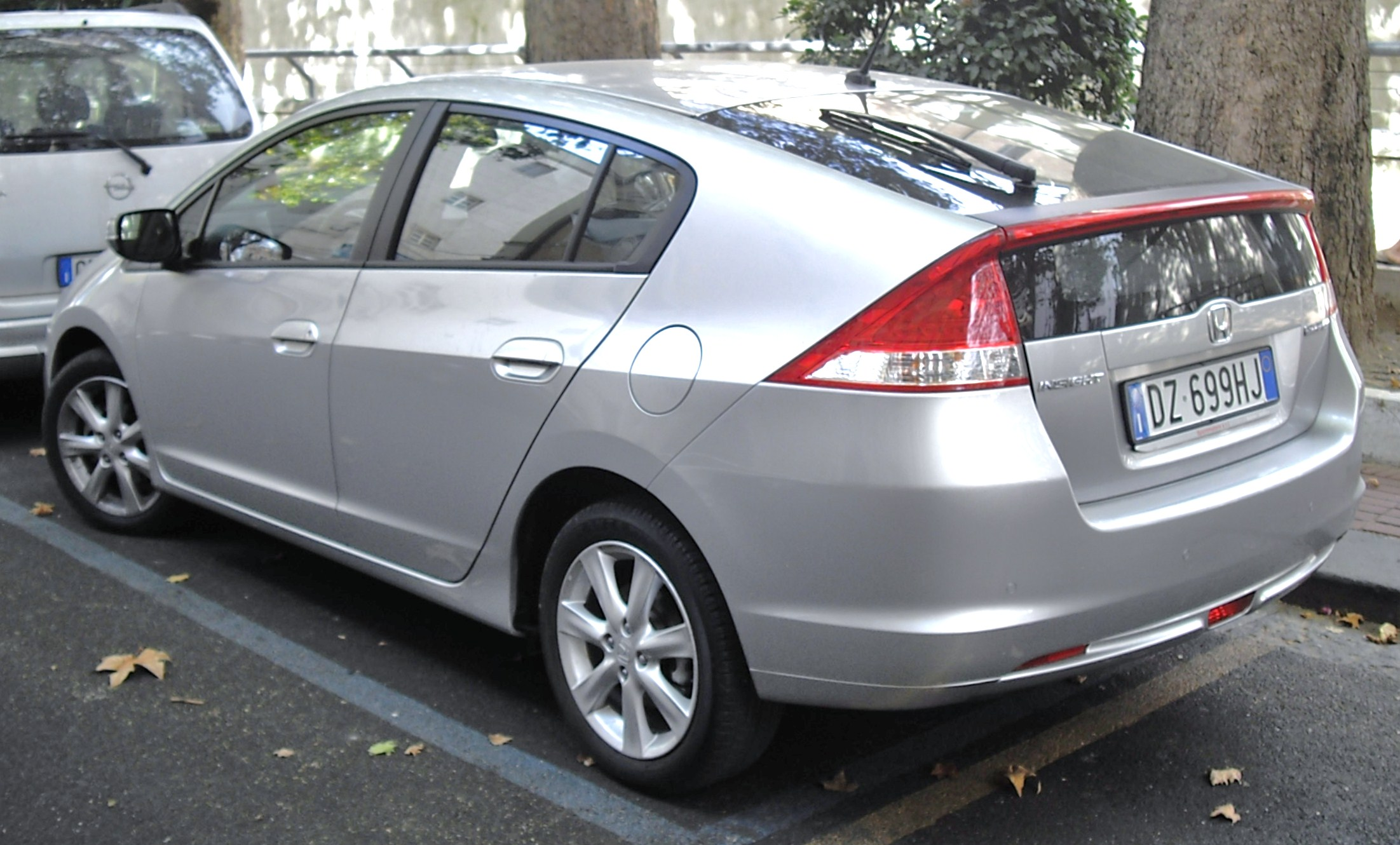 File:2010 Honda Insight Rear.JPG