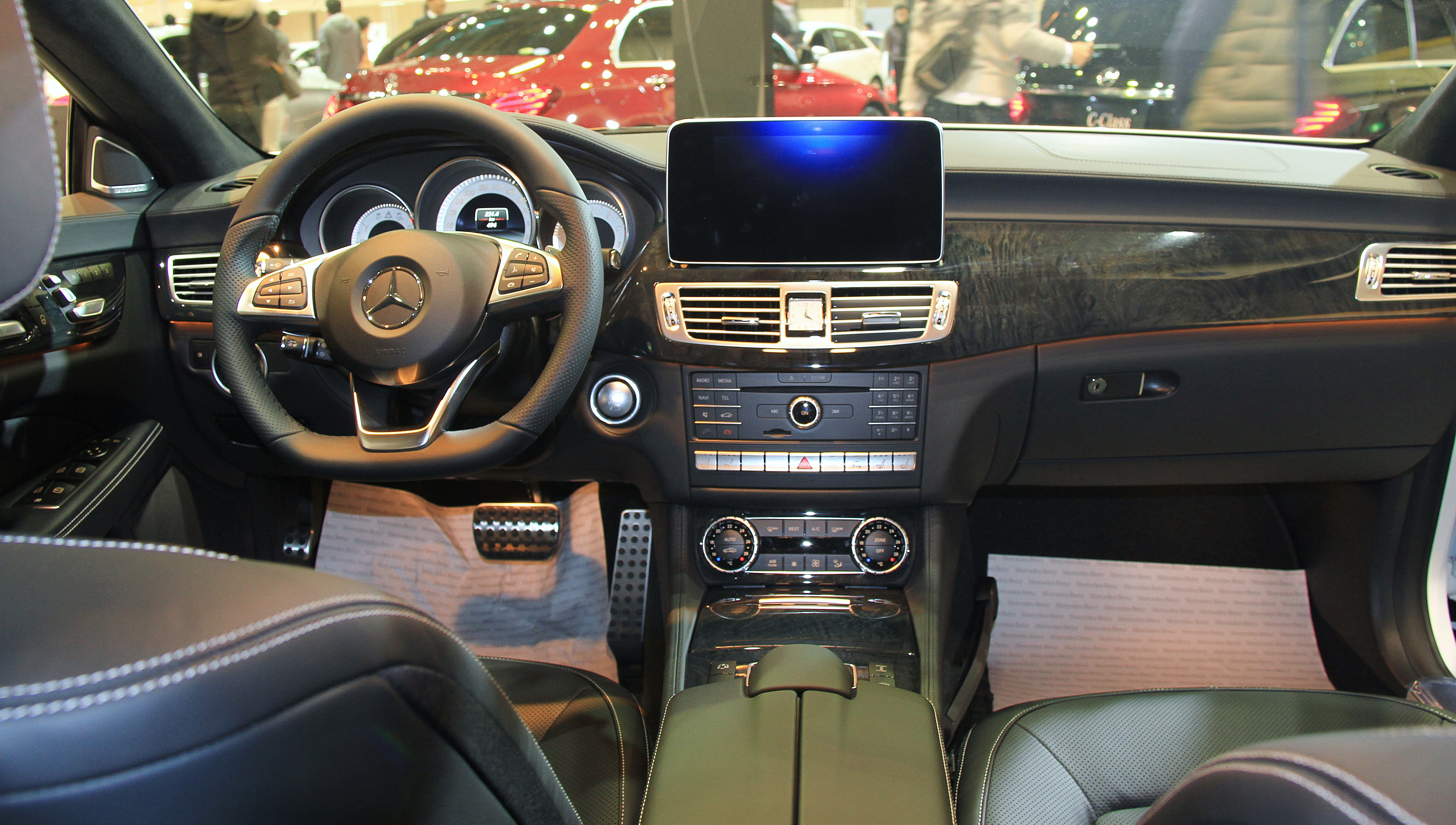 Datei2015 Mercedes Benz CLS550 Interior