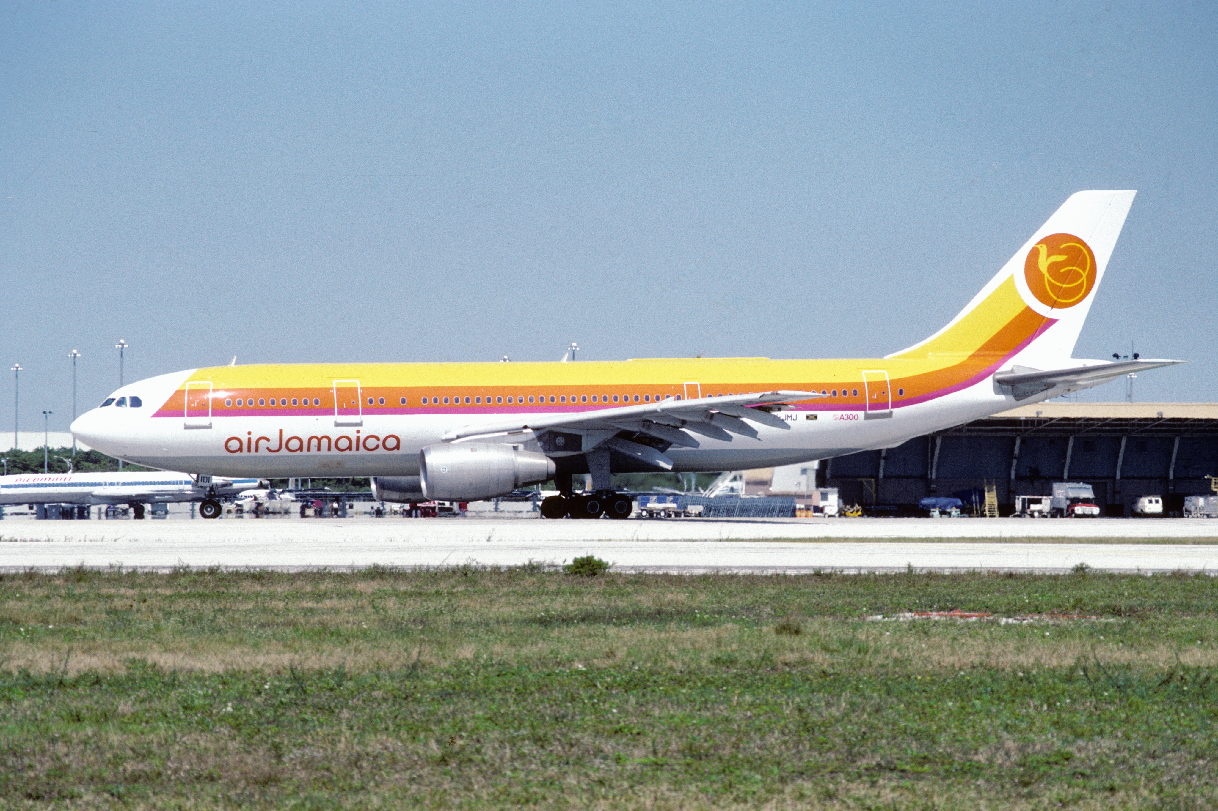 6y File:Air Jamaica Airbus A300B4-203 (6Y-JMJ 127) (10360267323