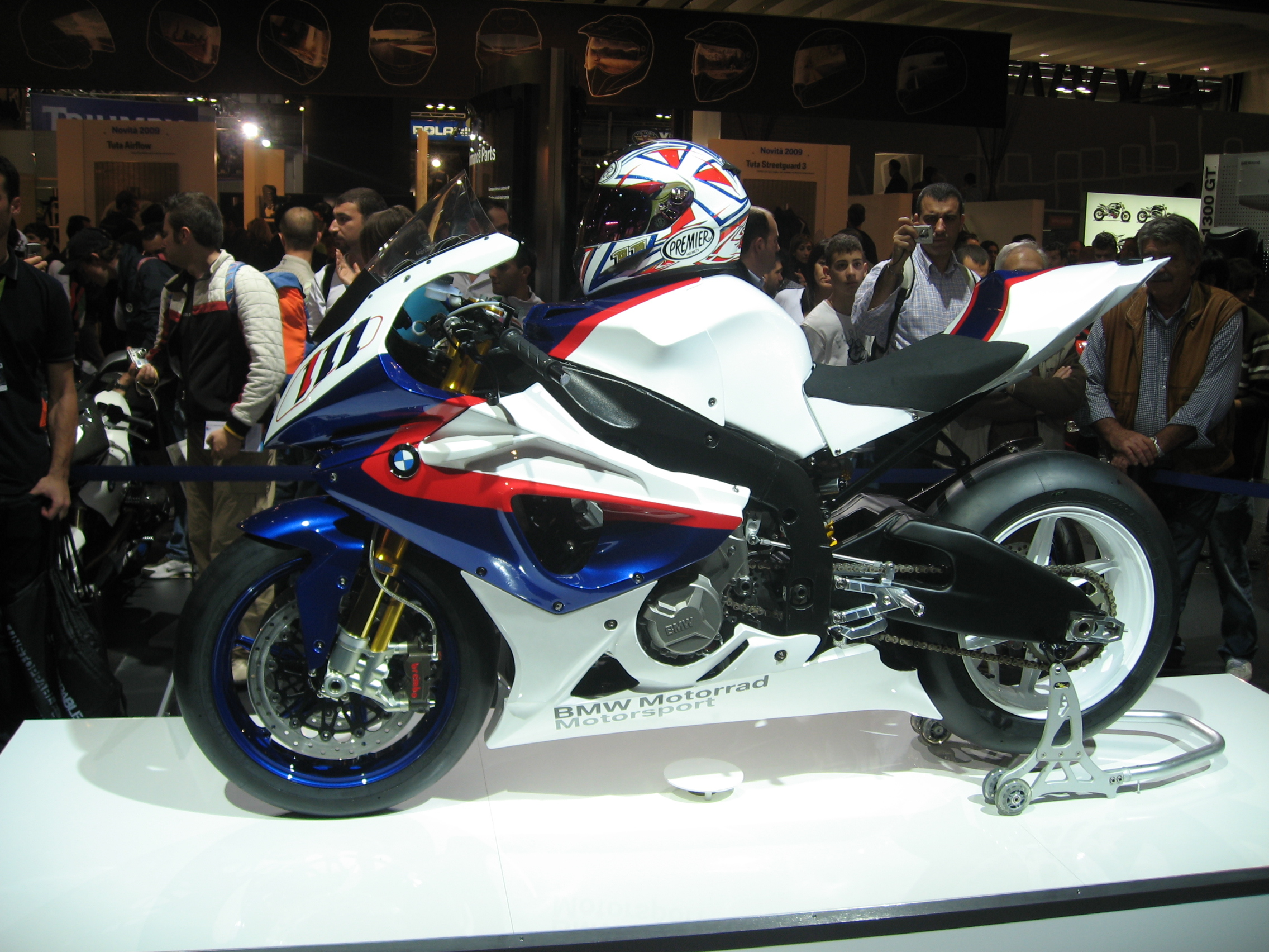 File:2014 BMW S1000RR right.JPG - Wikimedia Commons
