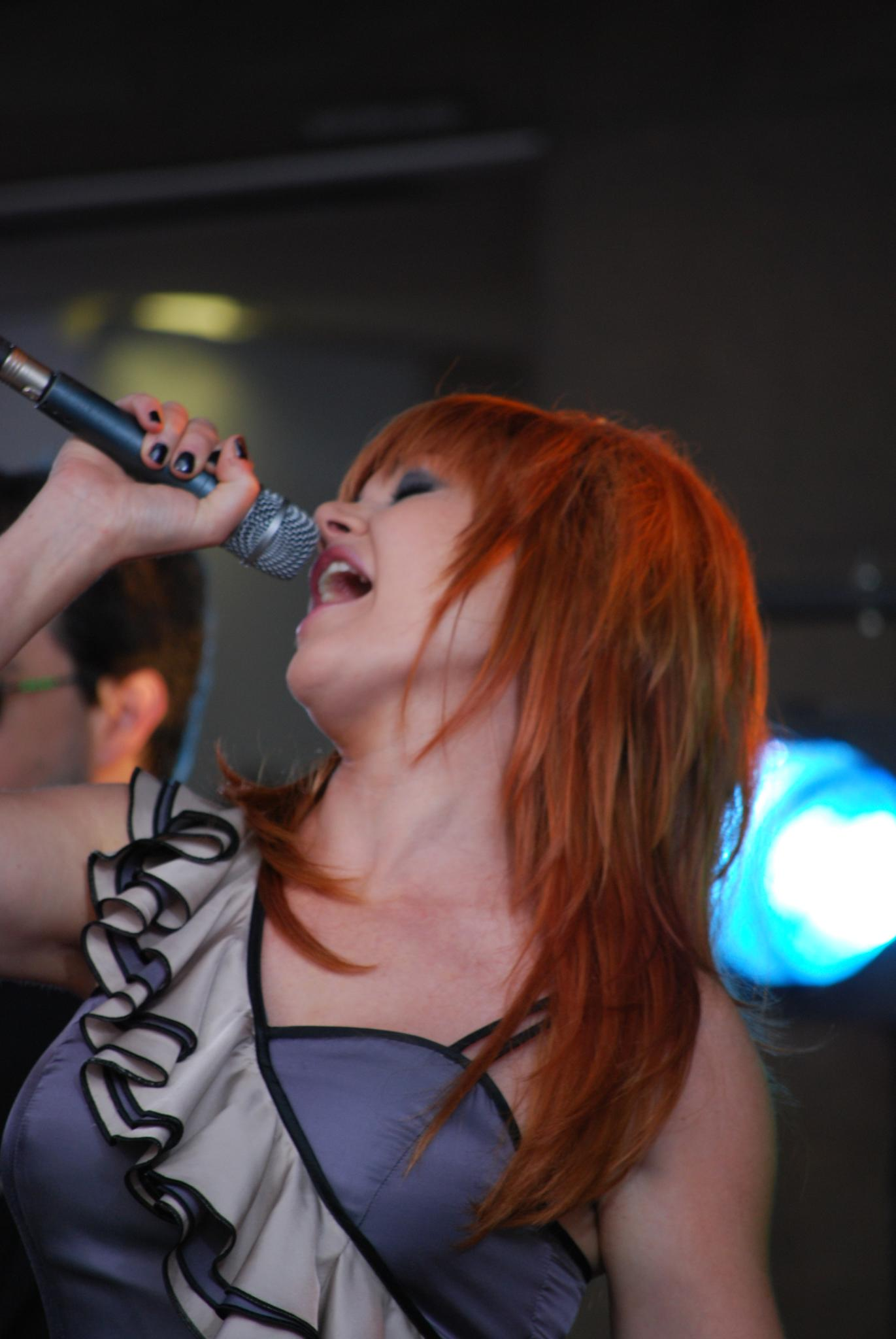 Belting - Vanessa Amorosi - Ch9 Today Show, Bourke Street Mall - Flickr - avlxyz.jpg Vanessa Amorosi singing her first number 1 single This