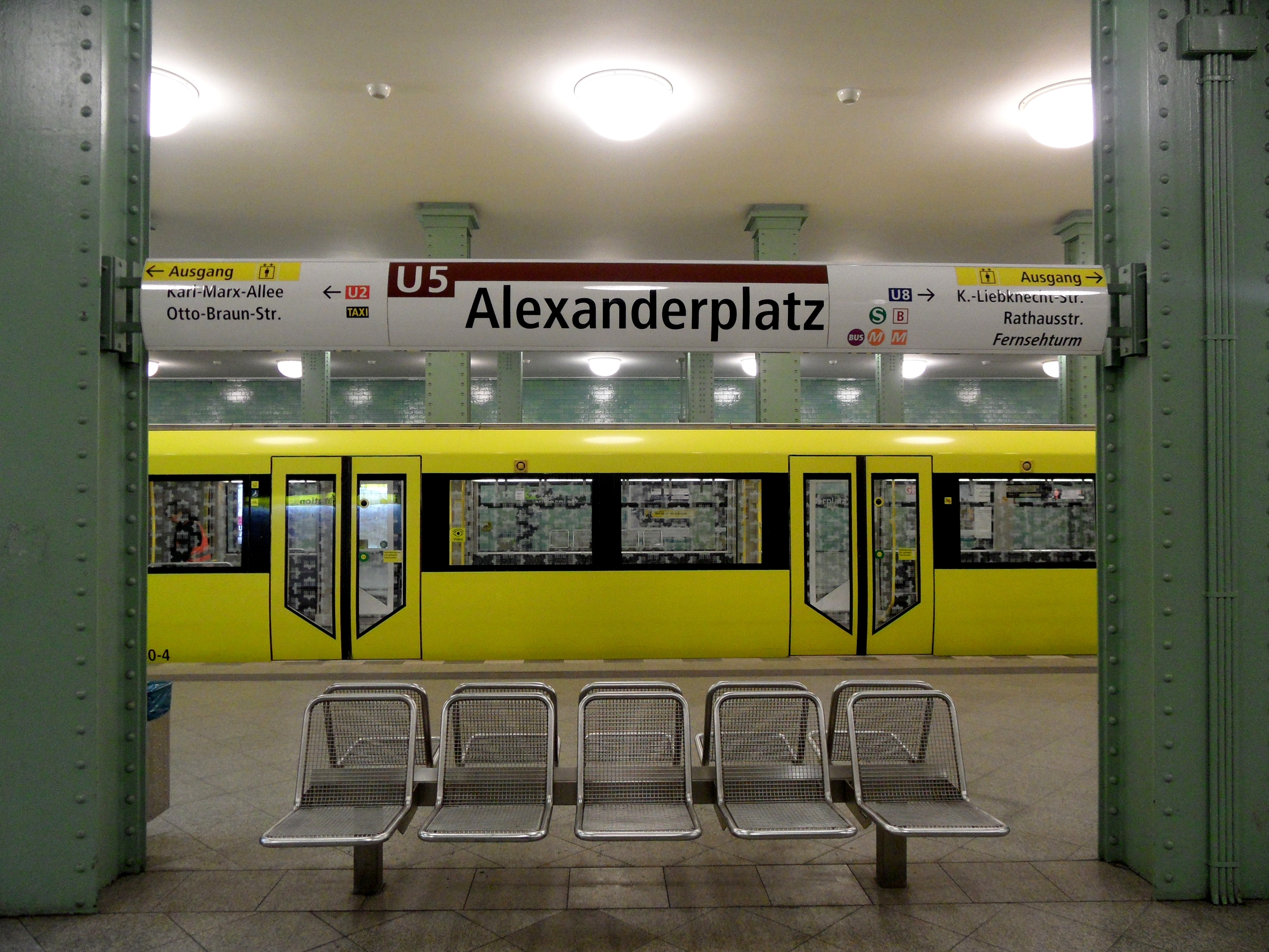u bahnhof alexanderplatz rome - photo#1
