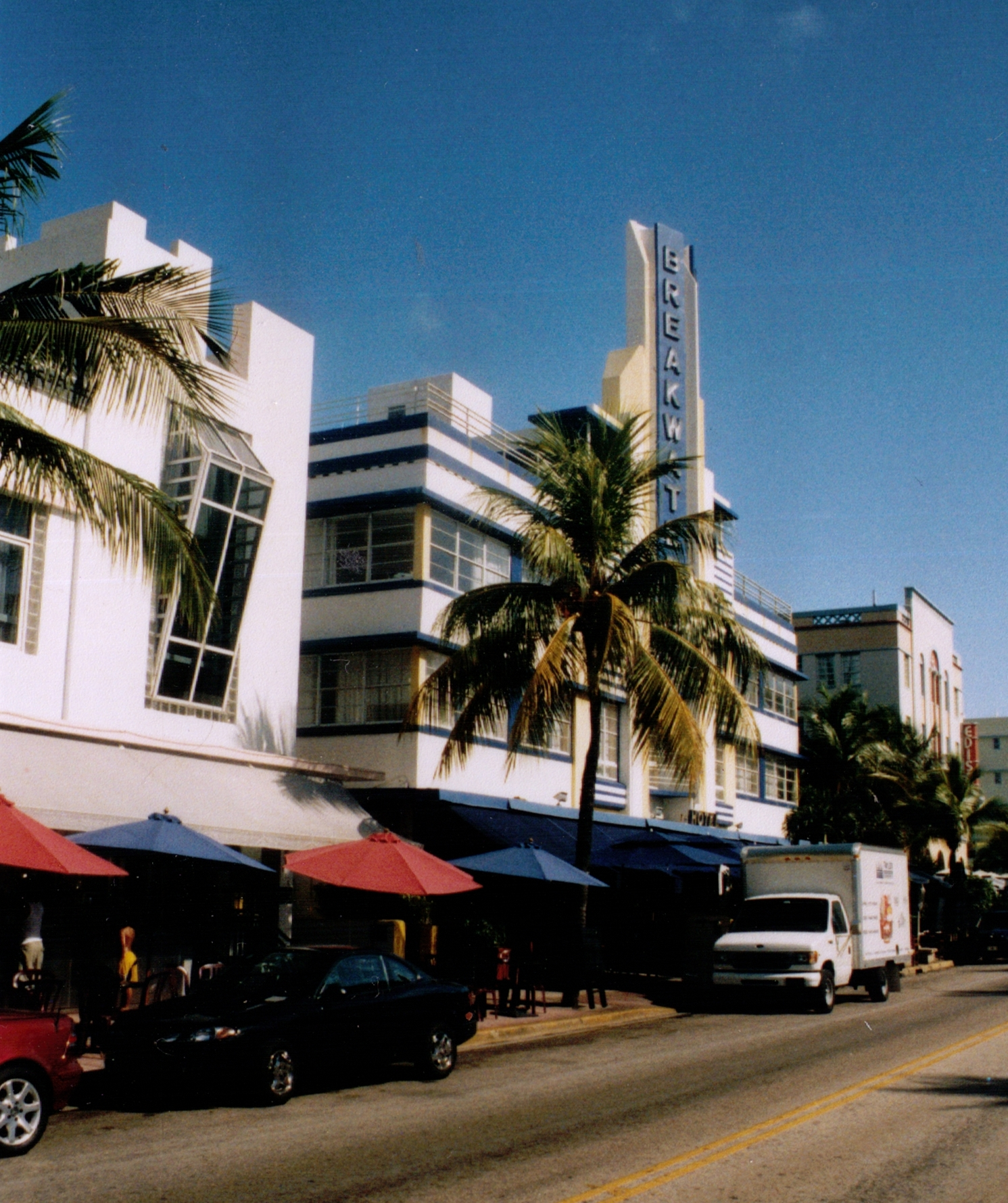 File:Breakwater Hotel Miami.jpg - Wikimedia Commons